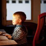 Dete na kompjuteru