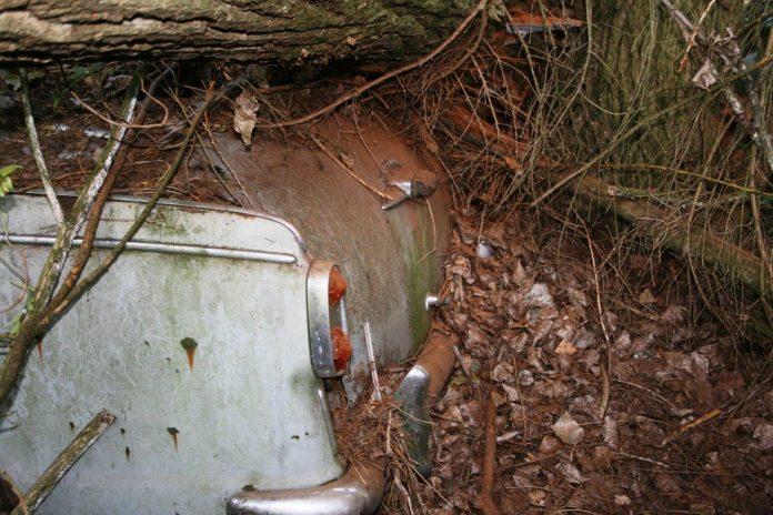 Prtljažnik starog automobila