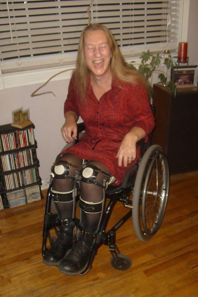 žena u invalidskim kolicima