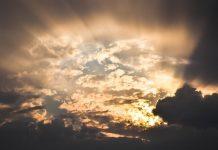 Sunce kroz oblake