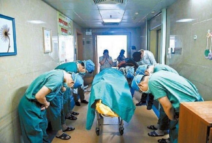 Lekari se klanjaju dečaku