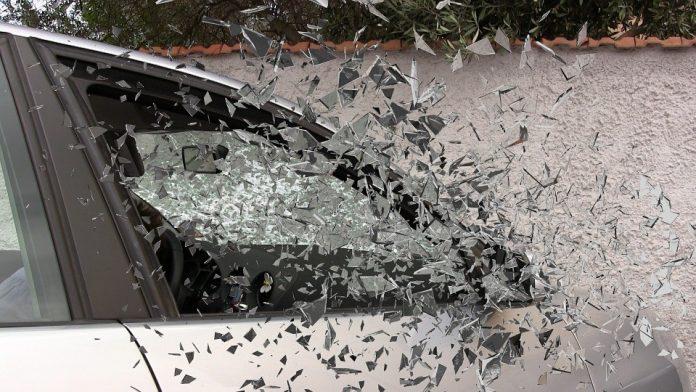 Razbijen automobilski prozor