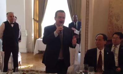 Dačić peva