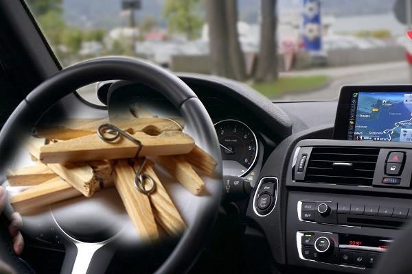 štipaljke u automobilu