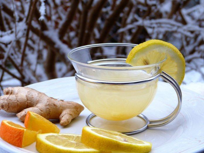 Čaj sa limunom i đumbirom