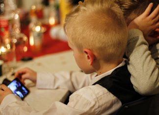 Deca i telefoni