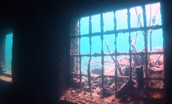 Podvodni zatvor