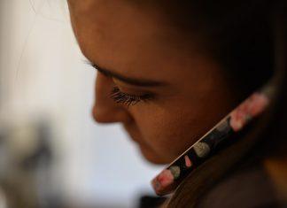 Devojka mobilni telefon