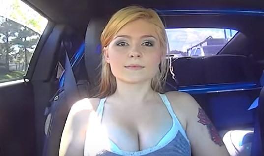 Devojka u autu