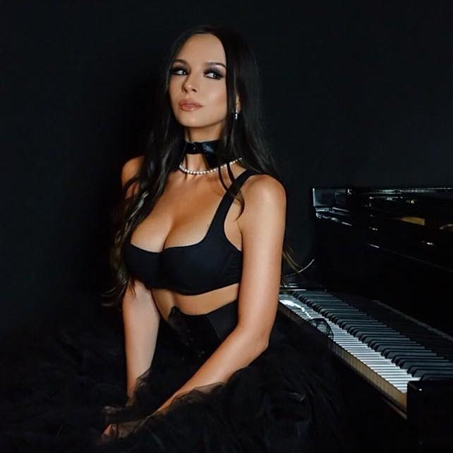 Lola Astanova