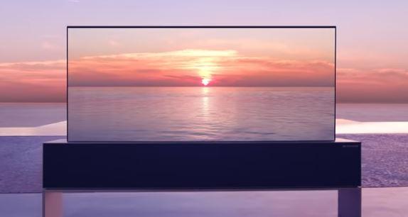 ISPUNJENA-ZELJA-BOGATIH-KUPACA-Ovaj-televizor-se-moze-UMOTATI-kao-rolna-papira-VIDEO